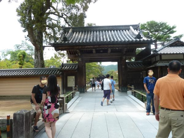 金閣寺山門2