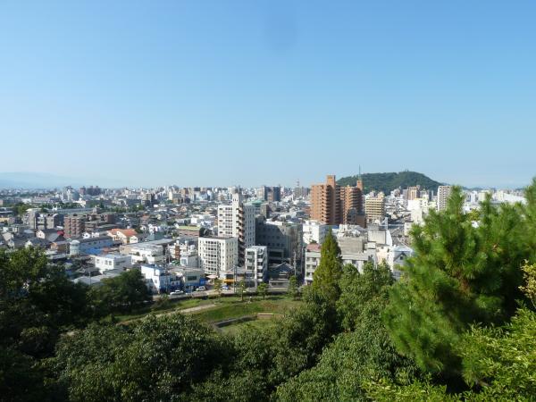 湯築城跡から松山城10
