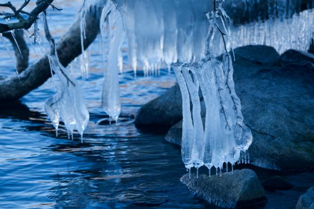 しぶき凍り