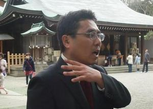 地元大宮氷川神社に必勝祈願の参拝をする吉田議員