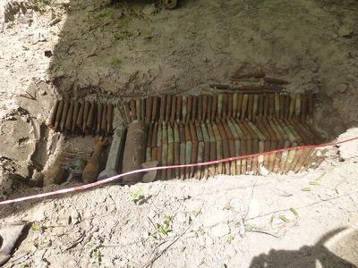 発見されたマシンガンの銃弾や不発弾
