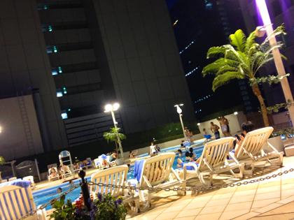 京王プラザのプール