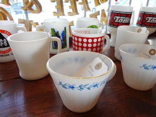 Milkglass_Mugs.png