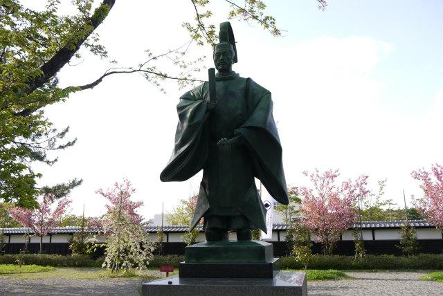 新発田城 溝口秀勝の銅像