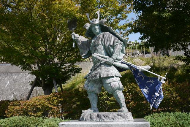甲斐大和駅 武田勝頼の銅像