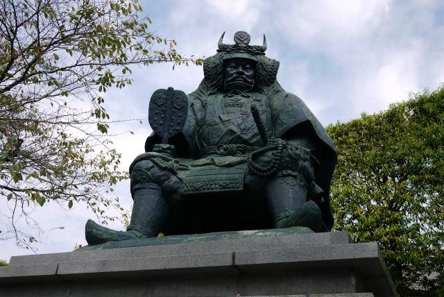 甲府駅 武田信玄の銅像