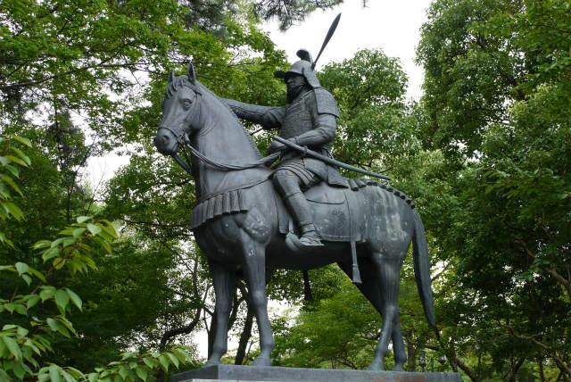 津城 藤堂高虎の銅像