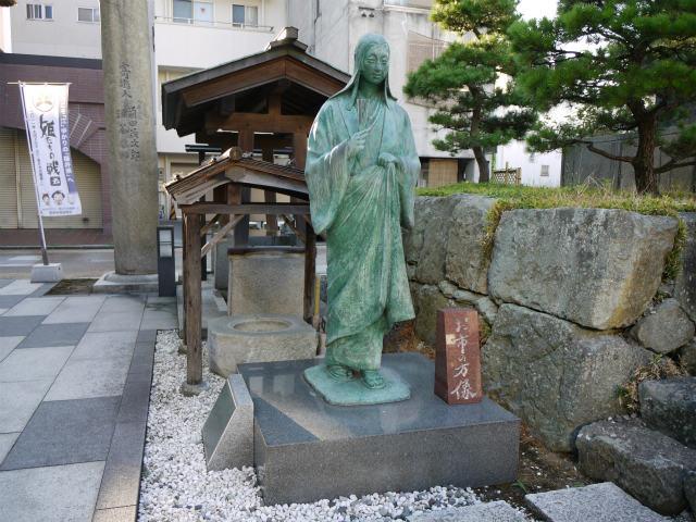 北の庄城跡 お市さんの銅像