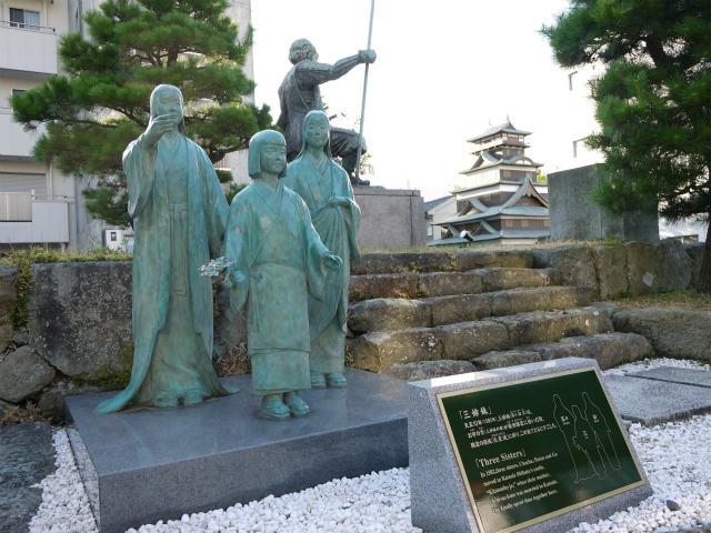 北の庄城跡 浅井三姉妹の銅像