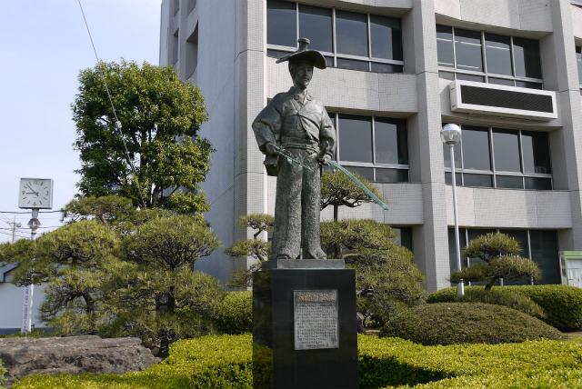 川越市役所 太田道灌の銅像