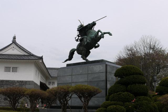 山形城 最上義光 騎乗の像