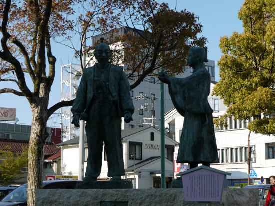 長浜駅 三献の茶 銅像
