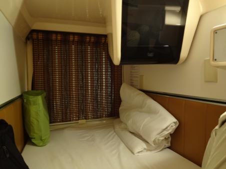 カプセルホテル②