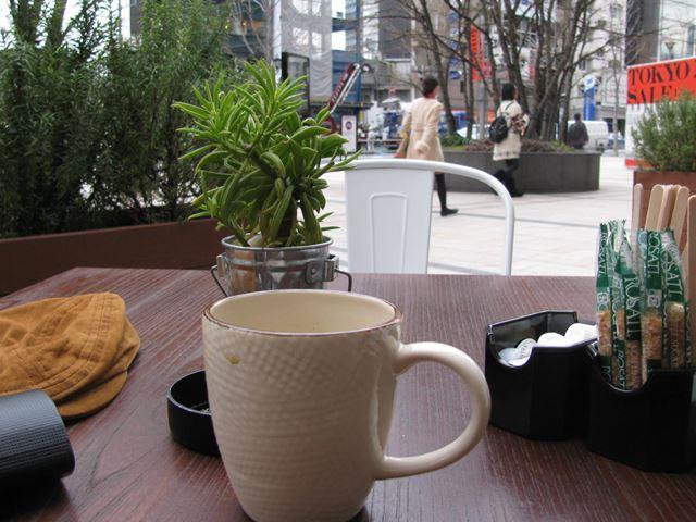 久々に東京の空気 此処で一服たばこ