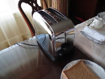 お部屋にトースターがやってきました・・・
