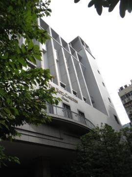ホテル正面外観・千原ジュニアとチェックアウトが同時
