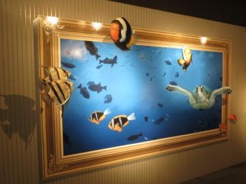 フレームを飛び出して泳いでる熱帯魚や海亀が居たり・・・