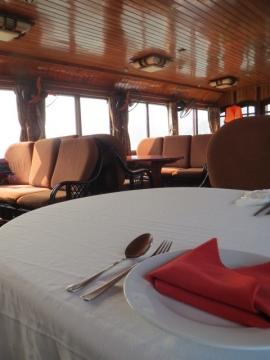 2-16 昼食は船内にて海鮮料理