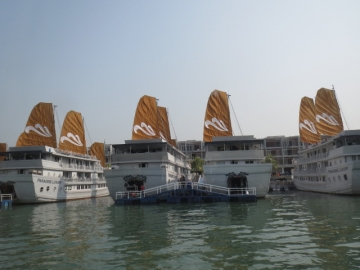 2-29 帆掛け船を模した船
