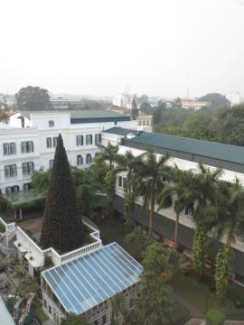 2-52 窓の景色はホテルの中庭