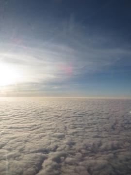 3-48 ベトナム上空は柔らかそうな雲