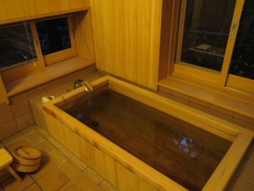 内風呂は、桧風呂でした
