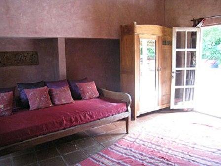 4bd_sup_sofa.jpg