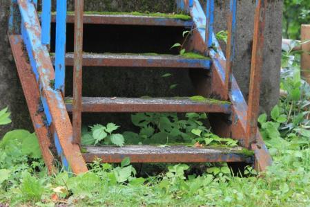 錆びた階段。_800