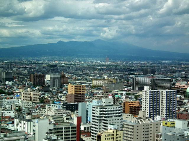 高崎市庁舎 無料展望室から赤城山方面を望む
