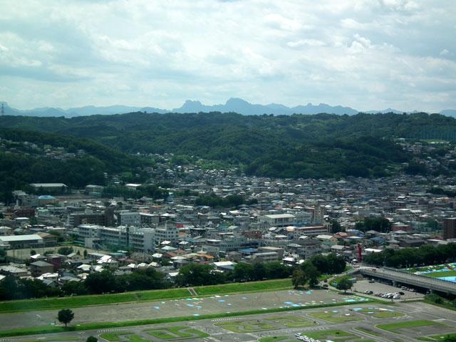 高崎市庁舎 無料展望室から妙義山方面を望む