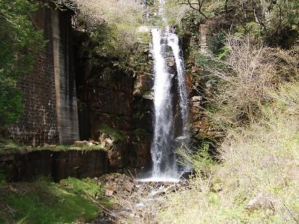 小野の滝とJR鉄橋