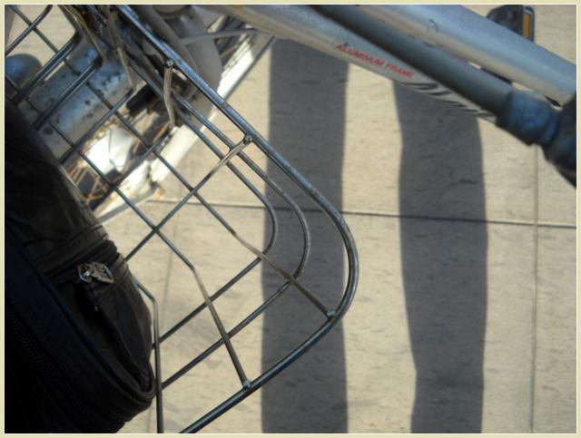 自転車と人影