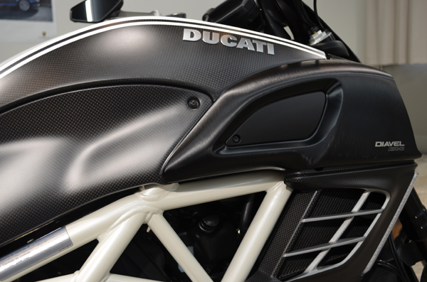 1308ducatidiavel03.jpg