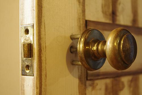 DIYでアンティーク風ドアを作る