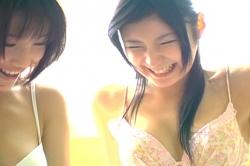 笑っている女子生徒・テンコ(仲村みう)
