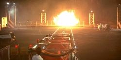 爆発実験で点火