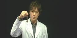 では、もし仮にこの磁石の力を極限まで高めるとしたら、どうなる