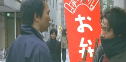 行き付けの靖子の店でぶつかった男・・後日、この男の死体を工作するとも知れず