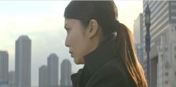湯川が花岡靖子に事件の真相を語る所を近くから見ている内海
