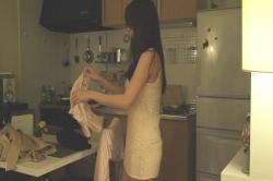 部屋着に着替える沙織