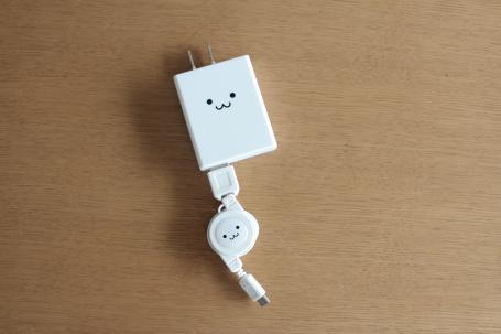 スマホ充電器。