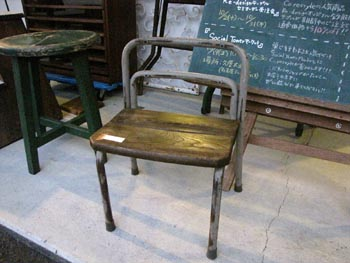 古い学校の黒板 学校椅子 古家具