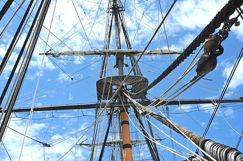 HMS Surprise fore mast rigging