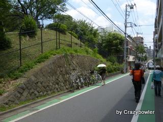 戸山公園の南の道