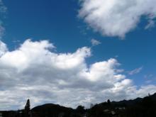 はさみ合う雲