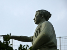 生涯学習!by Crazybowler-勝海舟像(墨田区役所)