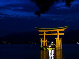 $生涯学習!by Crazybowler-夜の厳島神社