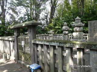 生涯学習!by Crazybowler-墓所内にある輝元の火葬場跡