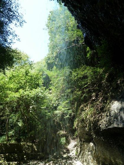 月待の滝裏側