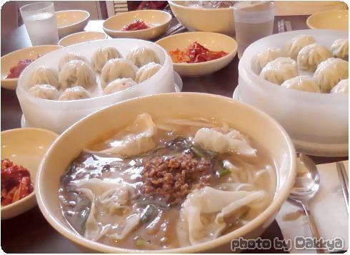 韓国旅行 餃子みたいなのと、うどんみたいなの。